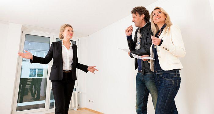 Hausbesichtigung, Haus mieten. Foto: Kzenon/fotolia.com