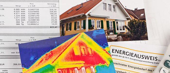 Wer ein gebrauchtes Haus kaufen möchte, sollte sich den Energieausweis zeigen lassen. Foto: Gina Sanders/fotolia.com