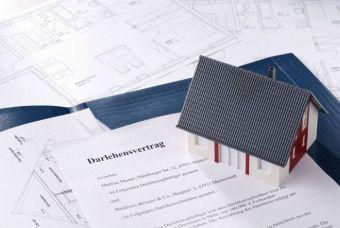 Um eine Wohnung zu kaufen, ist oftmals ein Kredit nötig.  Foto: Eisenhans/fotolia.com