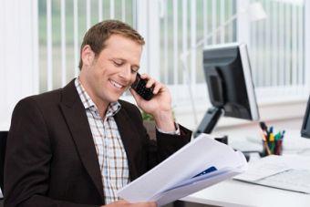 Immobiliensuche: Kontaktaufnahme mit Makler oder Vermieter. Foto: contrastwerkstatt/fotolia.com
