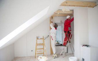 Bevor man eine Wohnung kauft ist es wichtig zu prüfen, ob Reparaturarbeiten nötig sind. Foto: Halfpoint/fotolia.com