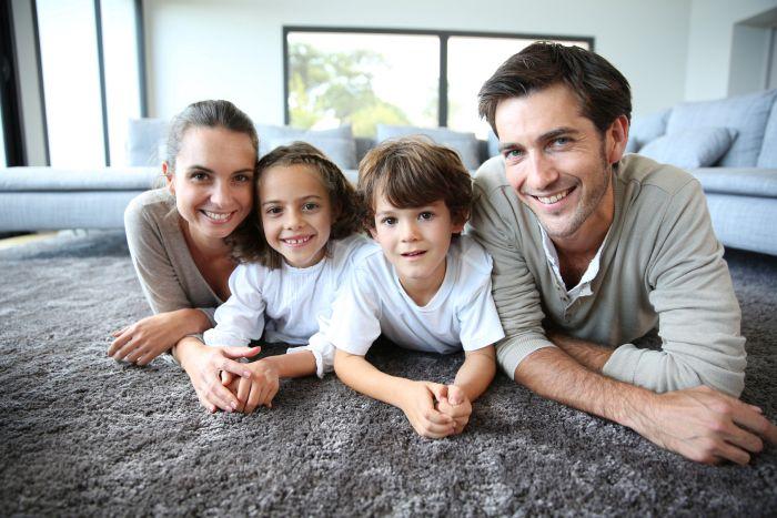 Wohnungen kaufen - für die nächste Generation sorgen. Foto: goodluz /fotolia.com