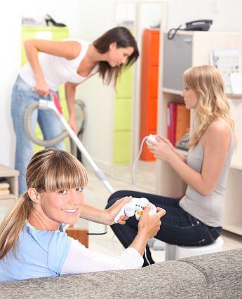 Zusammenleben in einer Wohngemeinschaft. Foto: auremar /fotolia.com
