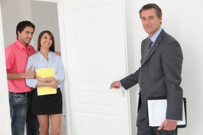 Vor dem Immobilienverkauf stehen diverse Besichtigungstermine an. Foto: auremar / fotolia.com